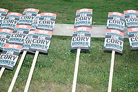 Cory Booker - Supporters at Labor Day Parade - Milford, NH - 2 Sept 2019