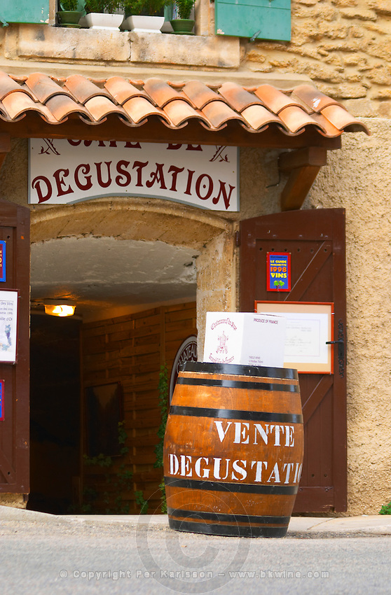 A wine shop with a wooden barrel advertising sales and tastings. Chateauneuf-du-Pape Châteauneuf, Vaucluse, Provence, France, Europe Chateauneuf-du-Pape Châteauneuf, Vaucluse, Provence, France, Europe
