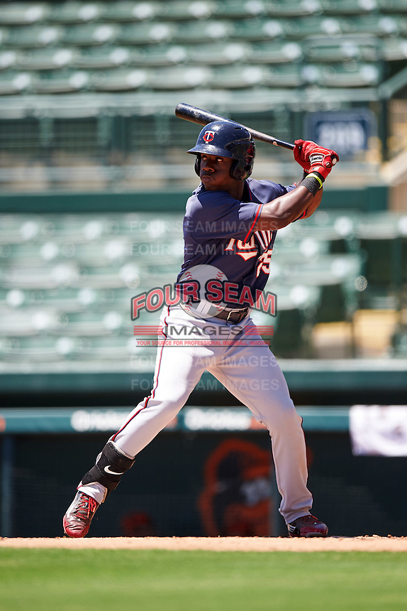 GCL Twins right fielder Akil Baddoo (25) at bat during a game against the GCL Orioles on August 11, 2016 at the Ed Smith Stadium in Sarasota, Florida.  GCL Twins defeated GCL Orioles 4-3.  (Mike Janes/Four Seam Images)