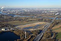 Gewerbegebiet Neuland 23: EUROPA, DEUTSCHLAND, HAMBURG, (EUROPE, GERMANY), 06.01.2017 Gewerbegebiet Neuland 23. <br /> Schonende Beleuchtung, einen hoher Grünanteil und die Nutzung regenerativerer Energien in Gewerbegebietsentwicklung zu integrieren, sind der städtebauliche Beitrag zu den Klimaschutzzielen des Senats. Das Projekt Neuland 23 wird als eines von 19 Klima-Modell-Quartieren in Hamburg geplant. Mit kühlenden Gründächern, einem integrierten Regenwasser- und Energiemanagement und Fotovoltaik-Anlagen wird die 27 Hektar große Fläche zu einem energie- und klimaeffizienten Gewerbegebiet entwickelt. <br /> Nachhaltige Hafenlogistik und Klima-Modell-Quartier<br /> Um Hamburgs Gewerbeflächenpotential in Hafennähe auszubauen und als internationales Kompetenzzentrum für Logistik zu stärken, sollen an der A1-Anschlussstelle 23 in Harburg Flächen bereitgestellt und das Ansiedlungsmanagement optimiert werden. Das Gebiet Neuland 23 westlich der Bundesautobahn soll für die Nutzung von Logistikbetrieben hergerichtet werden. Da es sich bei dem Plangebiet um ein Klima-Modell-Quartier handelt, wird die Industriegebietsfläche durch die Begrünung der Dächer und reduzierte Beleuchtung in das Landschaftsbild integriert. Etwa 90 Prozent der Dachflächen sind Gründächer, die mit ihrer natürlichen Verdunstungskühle den Energiebedarf der Gebäude senken und das Lokalklima günstig beeinflussen. Als CO2-einsparende und nachhaltige Maßnahmen ergänzen die Gewinnung von Solarenergie und ein klimabegünstigendes Be- und Entwässerungssystem die Projektumsetzung.