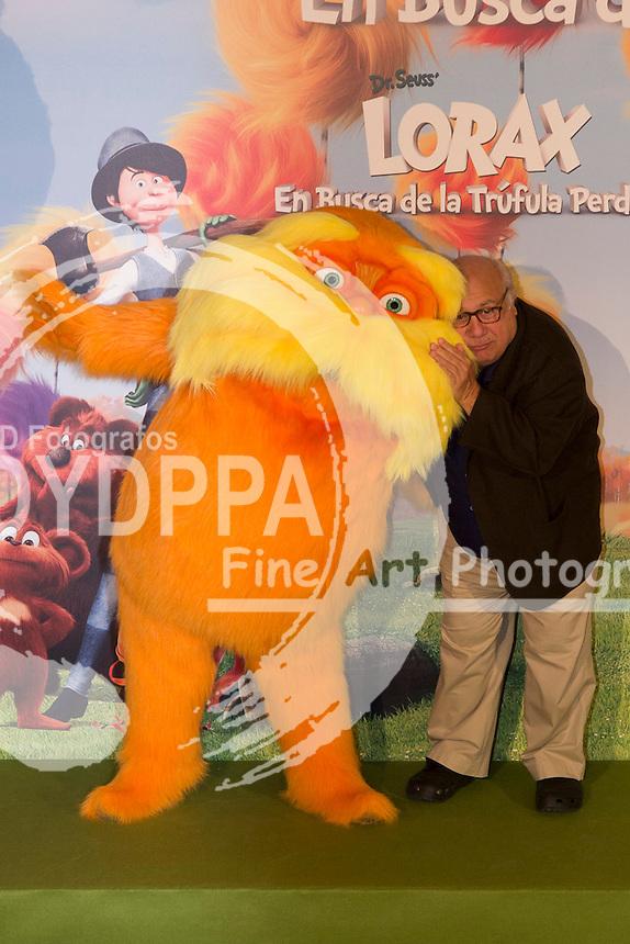 "08/03/2012. Madrid. Spain. ""En busca de la trufula perdida"" photocall. Danny de Vito, Zac Efron and Angy attends the photographers during the photocall."