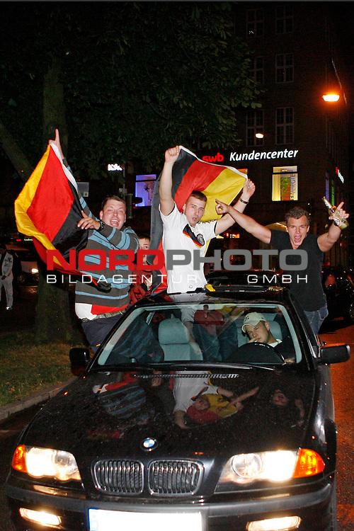 UEFA Euro 2008 Group B Fanmeile Bremen Match 25 <br /> <br /> Portugal ( POR ) - Deutschland ( GER ) 3:2<br /> Portugal vs. Germany<br /> <br /> Fanmeile und Public Viewing in Bremen.<br /> Autocorsos durch die Innenstadt nach dem Deutschen Sieg.<br /> <br /> Foto &copy; nph (  nordphoto  ) *** Local Caption ***