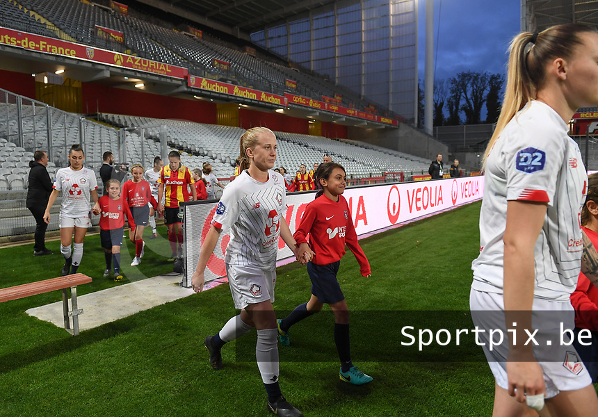 20191102 - LENS , FRANCE : Losc's Silke Demeyere pictured entering the pitch during the female soccer match between Arras Feminin and Lille OSC feminin, on the 8th matchday in the French Women's Ligue 2 – D2 at the Stade Bollaert Delelis stadium , Lens . Saturday 2 November 2019 PHOTO DAVID CATRY | SPORTPIX.BE