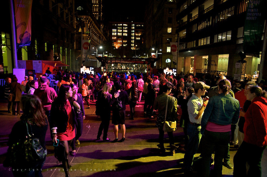 ART & ABOUT, a 10th birthday party, with performances from Paul Mac, Paris Wells, Ben Walsh, Woman of Soul, FourPlay String Quartet and announcement of the Sydney Life winner. Martin Place 23.09.2011