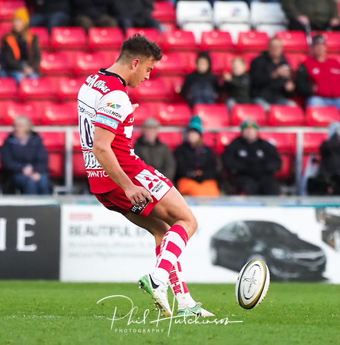 4th November 2017, Welford Road, Leicester, England; Anglo-Welsh Cup, Leicester Tigers versus Gloucester;  Lloyd Evans kicks from the centre spot to restart the game