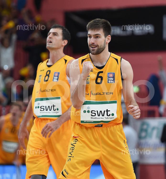 BEKO Basketball 1. Bundesliga 2014/2015 Walter Tigers Tuebingen - Telekom Baskets Bonn       04.10.2014 JUBEL Tigers; Branislav Ratkovica (re) und Aleksandar Nadjfeji