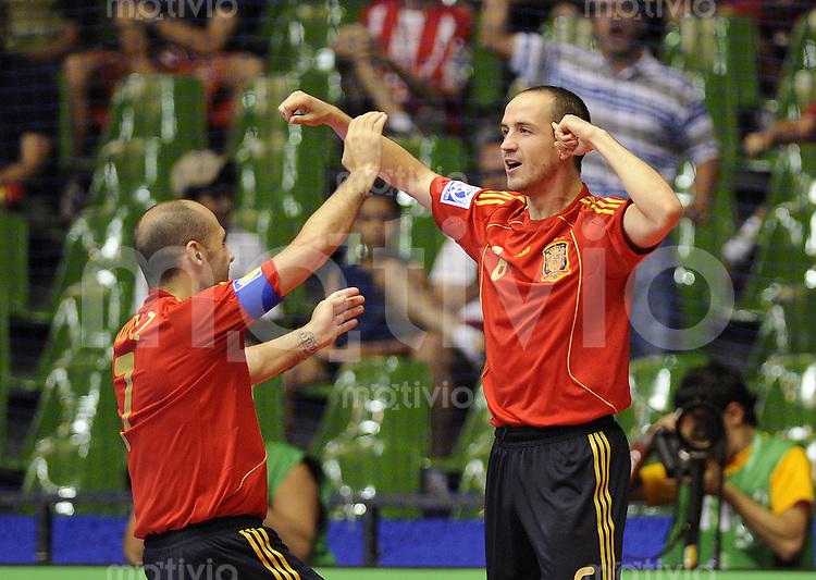 Fussball  International  FIFA  FUTSAL WM 2008   11.10.2008 Vorrunde Gruppe F Spanien - Russland Spain - Russland Alvaro (ESP) jubelt nach dem 1-0 mit Javi Rodriguez (li, ESP)