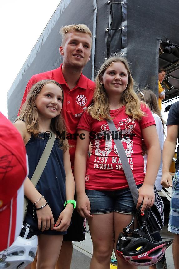Sebastian Polter (Mainz 05) mit Fans