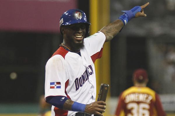 MIA38. SAN JUAN (PUERTO RICO), 07/03/2013.- José Reyes de República Dominicana celebra un cuadrangular ante Venezuela durante el primer partido del Clásico Mundial de Béisbol hoy, jueves 7 de marzo 2013, en San Juan (Puerto Rico). EFE/Thais Llorca