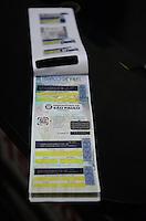 SAO PAULO, 02 DE JULHO DE 2012 - NOVO CARTAO VALET - Em vigor a partir do ultimo domingo (1), novo cartao de Valet ja esta sendo distribuido em Valets da capital, na regiao da Avenida Paulista, na tarde desta segunda feira. Empresas do setor devem adotar cupons padronizados, emitidos pela própria prefeitura que seguem os mesmo moldes da Zona Azul. A medida pretende evitar a sonegação de impostos e garantir um serviço legalizado aos clientes.A multa para estabelcimentos sem o talao é de R$ 639 por cada carro entregue ao valet sem uma via do cupom. FOTO: ALEXANDRE MOREIRA - BRAZIL PHOTO PRESS