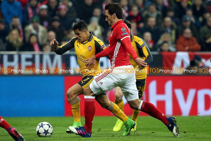 Alexis Sanchez of Arsenal takes on FC Bayern Munich's Mats Hummels during FC Bayern Munich vs Arsenal, UEFA Champions League Football at the Allianz Arena on 15th February 2017