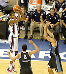USA's Kevin Durant (l) and Argentina's Luis Scola during friendly match.July 22,2012. (ALTERPHOTOS/Acero)