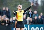 BLOEMENDAAL  - Hockey -  finale KNHB Gold Cup dames, Bloemendaal-HDM . Bloemendaal wint na shoot outs. scheidsrechter Karin Dolle. COPYRIGHT KOEN SUYK