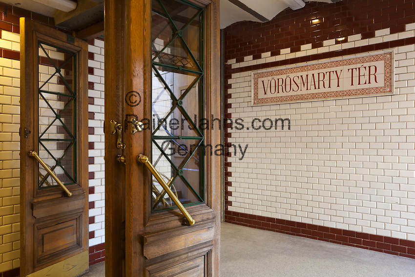Hungary, Budapest: Entrance to Vorosmarty Ter metro station | Ungarn, Budapest: Eingang der Voeroesmarty Ter U-Bahn Station