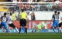 Torwart Oliver Baumann (TSG 1899 Hoffenheim) mit einer Glazparade gegen Marco Russ (Eintracht Frankfurt) - 08.04.2018: Eintracht Frankfurt vs. TSG 1899 Hoffenheim, Commerzbank Arena