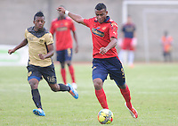 ITAGÜÍ -COLOMBIA-23-02-2014. Brayan Angulo (Izq.) jugador de Itagui disputa el balón con Luis Palacio (Der.) jugador del Medellin durante partido de la septima fecha de la Liga Postobon I 2014, jugado en el estadio Metropilitano de la ciudad de Itagui. / Brayan Angulo(L)  player of Itagui fights for the ball with Luis Palacio (R) player of Medellin during a match for the 7th date of the Liga Postobon I 2014 at the Metropilitano stadium in Itagui city.  Photo:VizzorImage/Luis Ríos/STR
