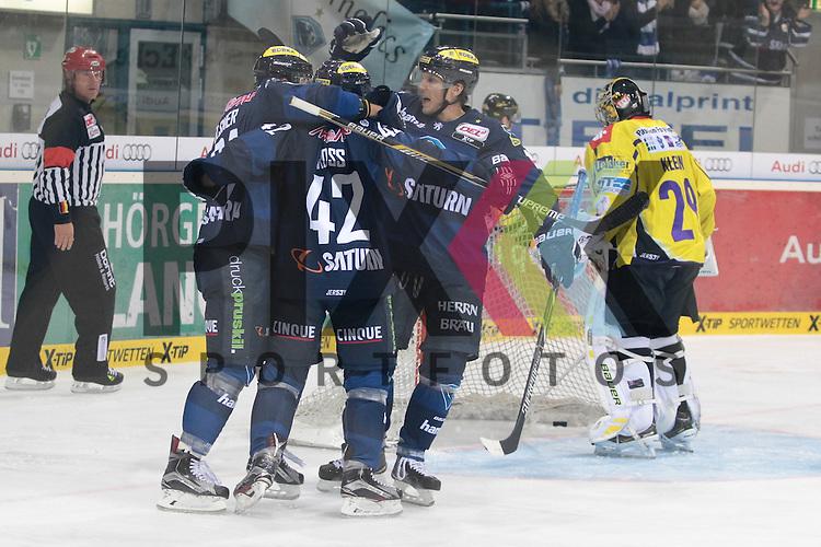 ERC Ingolstadt - Krefeld Pinguine<br /> Ingolstadts Danny Irmen (Nr.19), Ingolstadts Jared Ross (Nr.42) jubelt ueber den Treffer zum 1:1 von Ingolstadts David Elsner (Nr.61) der Krefelds Patrick Klein (Nr.29) keine Chance laesst beim Spiel in der DEL ERC Ingolstadt - Krefeld Pinguine.<br /> <br /> Foto &copy; PIX-Sportfotos *** Foto ist honorarpflichtig! *** Auf Anfrage in hoeherer Qualitaet/Aufloesung. Belegexemplar erbeten. Veroeffentlichung ausschliesslich fuer journalistisch-publizistische Zwecke. For editorial use only.