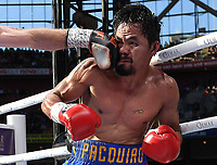 BRIS1080_2. Brisbane (Australia), 02/07/2017.- Manny Pacquiao of the Philippines is struck by Jeff Horn of Australia (L, partially out of frame) during their WBO World Welterweight title boxing match at Suncorp Stadium in Brisbane, Queensland, Australia, 02 July 2017. The 29-year old Australian Jeff Horn defeated boxing veteran Manny 'Pac Man' Pacquiao in an unanimous decision by the judges who declared Horn winner on points after the 12-round bout. (Filipinas) EFE/EPA/DAVE HUNT AUSTRALIA AND NEW ZEALAND OUT EDITORIAL USE ONLY