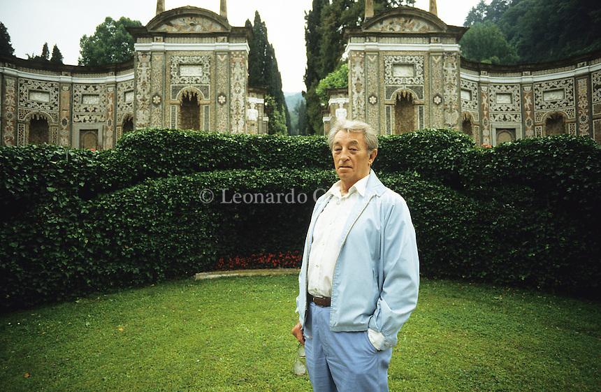 1985, Hollywoud a como, villa d\'este,  Robert Mitchum, actor, usa,  © Leonardo Cendamo