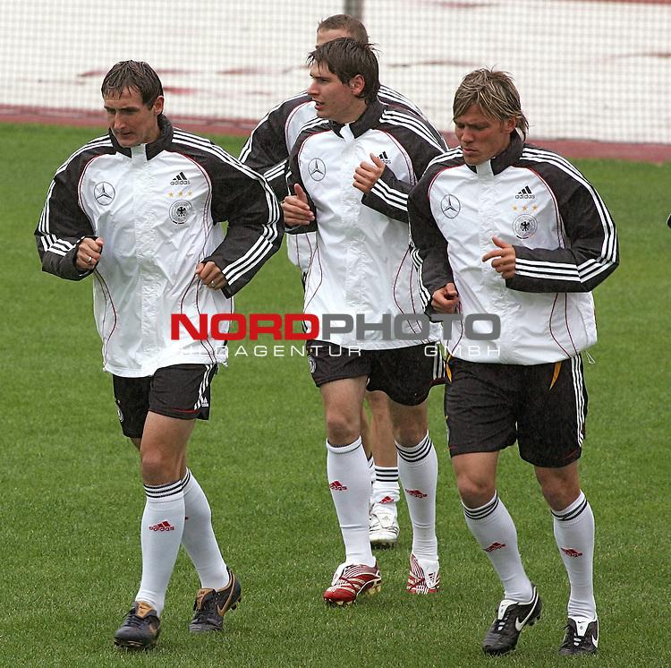 Training Deutsche Nationalmannschaft EM-Qualifikationsspiel Deutschland - San Marino<br /> <br /> Laufeinheiten mit Miroslav Klose und Clemens Fritz.<br /> Foto &copy; nph (nordphoto)<br /> <br /> <br /> <br />  *** Local Caption ***