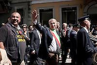 Milano 25-04-2013: Giuliano Pisapia partecipa al corteo per ricordare il 25 aprile del 1945 giorno della liberazione dalla dittatura nazi-fascista