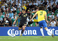 TORREÓN, Coah. 11 Octubre 11. Foto de Javier Hernández de la Selección de México y David Luiz de la Selección de Brasil durante el partido de caracter amistoso celebrado en el Estadio TSM Corona. FOTO: STRAFFONIMAGES/ANDRÉS HERRERA **CREDITO OBLIGATORIO** **NO ARCHIVO-NO VENTAS** **SOLO USO EDITORIAL**