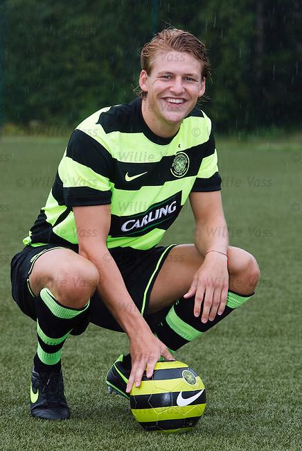 Glenn Loovens in the new Celtic away kit