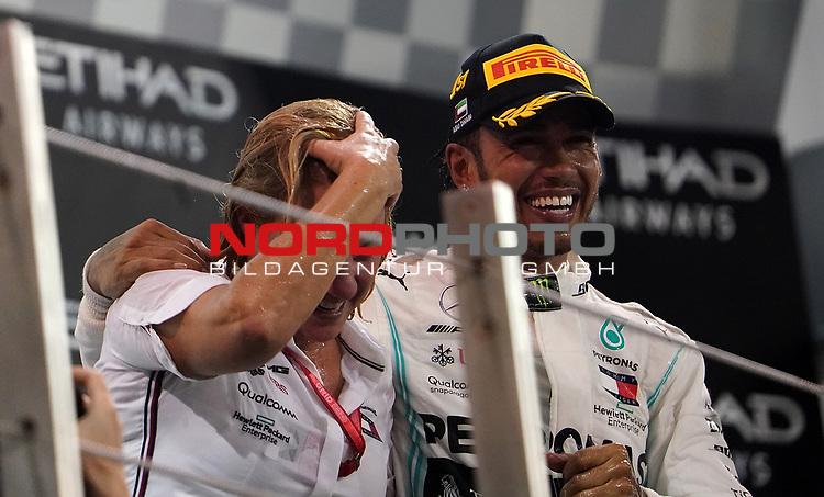 01.12.2019, Yas Marina Circuit, Abu Dhabi, FORMULA 1 ETIHAD AIRWAYS ABU DHABI GRAND PRIX 2019<br />, im Bild<br />Podium:<br />Sieger Lewis Hamilton (GB#44), Mercedes-AMG Petronas Motorsport, Britta Seeger (Mercedes)<br /> <br /> Foto © nordphoto / Bratic