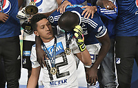 BOGOTA - COLOMBIA, 20-01-2019: Jose Ramiro Sanchez, Eliser Quiñonez del Millonarios celebran como campeones después del encuentro con Independiente Santa Fe por la final del Torneo Fox Sports 2019 jugado en el estadio Nemesio Camacho El Campin de la ciudad de Bogotá. / Jose Ramiro Sanchez, Eliser Quiñonez of Millonarios celebrate as champions after final match against Independiente Santa Fe for the Fox Sports  Tournament 2019 played at Nemesio Camacho El Campin Stadium in Bogota city. Photo: VizzorImage / Gabriel Aponte / Staff.