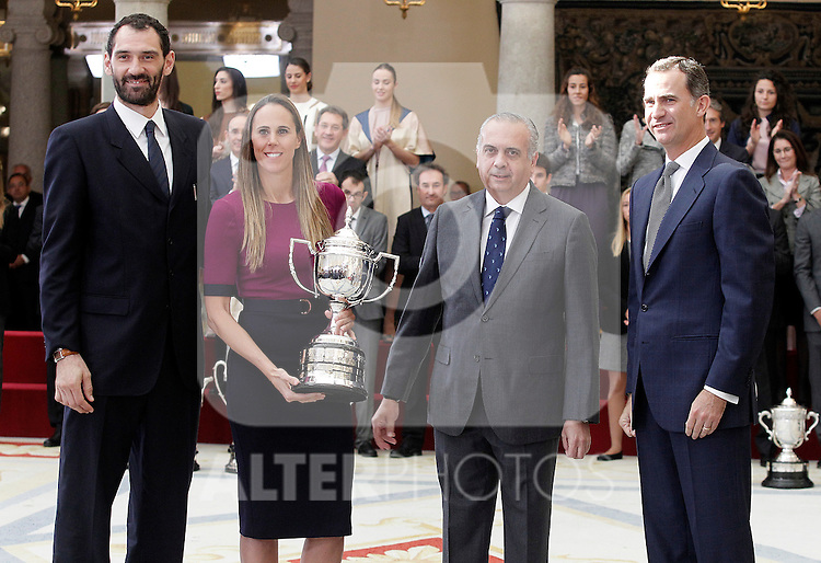 Former spanish basketball players Jorge Garbajosa and Amaya Valdemoro, the President of the Spanish Basketball Federation (FEB) Jose Luis Saez and King Felipe VI of Spain durin the National Sports Awards 2104. November 17, 2015. (ALTERPHOTOS/Acero)