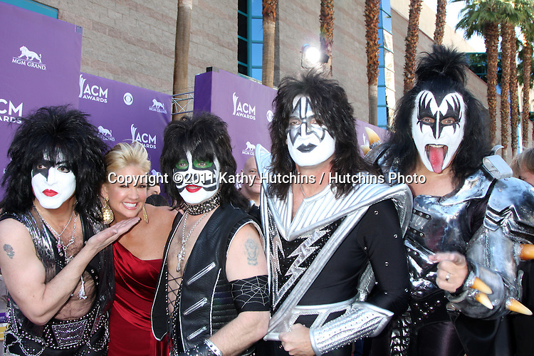 LAS VEGAS - APR 1:  KISS, Nancy O'Dell arrives at the 2012 Academy of Country Music Awards at MGM Grand Garden Arena on April 1, 2010 in Las Vegas, NV.