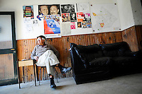 20160825/ Javier Calvelo - adhocFOTOS/ URUGUAY/ MONTEVIDEO/ Barrio Jacinto Vera/ El Frente Amplio celebra este 25 de agosto el D&iacute;a del Comit&eacute; de Base. Est&aacute;n previstas durante toda la jornada visitas de dirigentes y legisladores frenteamplistas a los distintos locales.<br /> &ldquo;El D&iacute;a del Comit&eacute; de Base es un d&iacute;a de celebraci&oacute;n, de elecci&oacute;n de autoridades; y tambi&eacute;n una jornada de reflexi&oacute;n y evaluaci&oacute;n, vital para que el movimiento siga creciendo&rdquo;, se&ntilde;ala un comunicado publicado en el sitio web de la coalici&oacute;n.<br /> En la foto:  Nelson Oria en el comit&eacute; de base &quot;Garc&iacute;a Lorca&quot; en el barrio Jacinto Vera. Foto: Javier Calvelo/ adhocFOTOS
