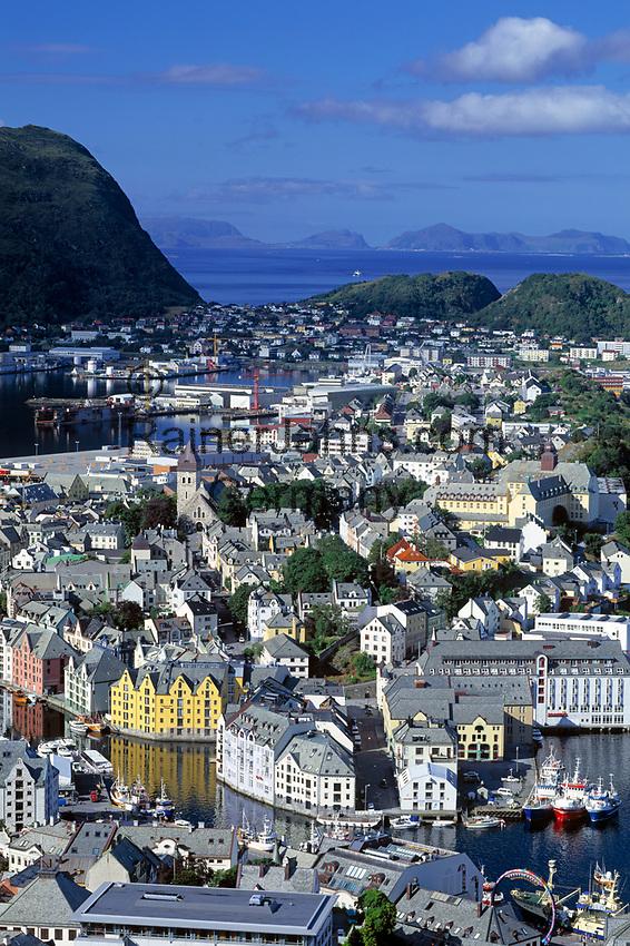 Norwegen, More og Romsdal, Alesund - die Jugendstilstadt: Blick vom Hausberg Aksla | Norway, More og Romsdal, Alesund - the Art Nouveau Town: view from mountain Aksla
