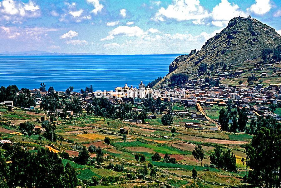 Cidade de Copacabana no Lago Titicaca. Bolivia. 1998, Foto de Juca Martins