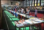 Liberinbarriera 2012, libreria allestita nella palestra della scuola Einstein di Barriera di Milano.