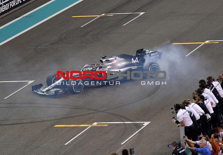 01.12.2019, Yas Marina Circuit, Abu Dhabi, FORMULA 1 ETIHAD AIRWAYS ABU DHABI GRAND PRIX 2019<br />, im Bild<br />Sieger Lewis Hamilton (GB#44), Mercedes-AMG Petronas Motorsport<br /> <br /> Foto © nordphoto / Bratic