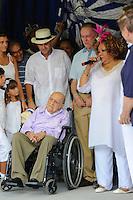 RIO DE JANEIRO, RJ, 12 DE FEVEREIRO DE 2012 - CARNAVAL RIO 2012 - O Prefeito Eduardo Paes, a cantora Alcione, e o presidente do Comitê Organizador dos Jogos Olímpicos, Carlos Arthur Nuzman, e o arquiteto Oscar Niemeyer, na abertura oficial do novo Sambódromo do Rio, que também será utilizado nos Jogos Olímpicos, e que após reformas recebeu o traçado original projetado por Oscar Niemeyer há quase 30 anos. <br /> FOTO GLAICON EMRICH - NEWS FREEO