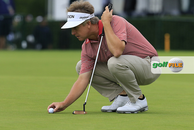 David Toms (USA) lines up his ball on the 9th green during Friday's Round 1 of the 2016 U.S. Open Championship held at Oakmont Country Club, Oakmont, Pittsburgh, Pennsylvania, United States of America. 17th June 2016.<br /> Picture: Eoin Clarke | Golffile<br /> <br /> <br /> All photos usage must carry mandatory copyright credit (&copy; Golffile | Eoin Clarke)