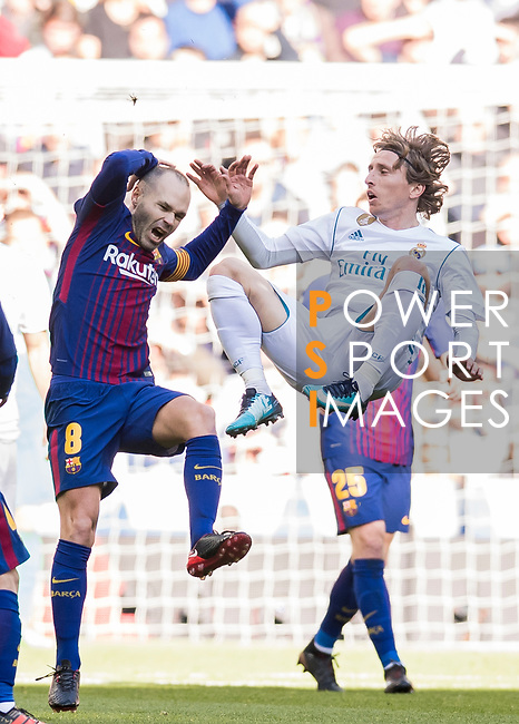 Luka Modric (R) of Real Madrid fights for the ball with Andres Iniesta Lujan of FC Barcelona during the La Liga 2017-18 match between Real Madrid and FC Barcelona at Santiago Bernabeu Stadium on December 23 2017 in Madrid, Spain. Photo by Diego Gonzalez / Power Sport Images