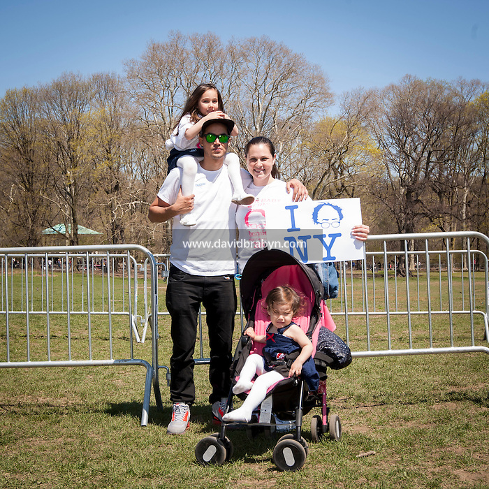 HSUL 20160317 USA, New York, Brooklyn. Democratic presidential nomination candidate Bernie Sanders rally in Prospect Park. Brian Marc (L), Bonnie Feld and   daughters, Brooklyn and Briana (in stroller). Photographer: David Brabyn
