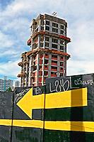 Construção de prédio em Perdizes, São Paulo. 2003. Foto de Juca Martins.