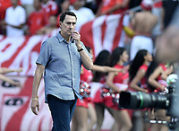 CALI - COLOMBIA, 15-02-2020: Alexandre Guimaraes técnico del América gesticula durante partido por la fecha 5 de la Liga BetPlay DIMAYOR I 2020 entre América de Cali y Deportivo Independiente Medellín jugado en el estadio Pascual Guerrero de la ciudad de Cali. / Alexandre Guimaraes coach of America de Cali gestures during match for the for the date 5 as part of BetPlay DIMAYOR League I 2020 between America de Cali and Deportivo Independiente Medellin played at Pascual Guerrero stadium in Cali. Photo: VizzorImage / Gabriel Aponte / Staff