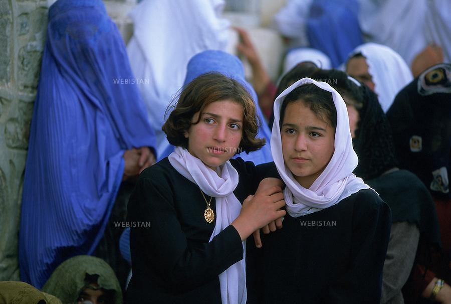 2002. Portrait of two young girls in Feyzabad during the elections of 2002. Portrait de deux jeunes filles à Feyzabad pendant les élections de 2002.