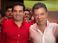 CARTAGENA -COLOMBIA, 30-11-2013: Juan Manuel Santos (Der), Presidente de Colombia y Simón Gaviria (Izq), presidente del Partido Liberal posan para una foto hoy 1 de diciembre del 2013 durante la VI Convención Nacional Liberal, en la ciudad de Cartagena de Indias./ Juan Manuel Santos (R), President of Colombia and Simon Gaviria (L), president of Liberal Party pose to a photo during the VI National Convention of Liberal Party at cartagena de Indias. Photo: VizzorImage / © Juan Manuel Barrero Bueno / Partido Liberal