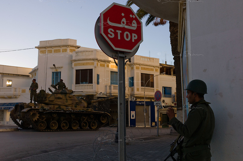 Tunis, January 15, 2011.The Army guards every strategic crossroad such as this one in La Marsa..