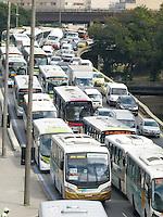 RIO DE JANEIRO - RJ, 15 DE AGOSTO 2012 - MANIFESTA&Ccedil;&Atilde;O DOS TRANSPORTES ALTERNATIVOS (VANS) PARA A CIDADE DO RIO DE JANEIRO.<br /> Nesta manh&atilde; de quarta feira (15), uma grande manifesta&ccedil;&atilde;o dos transportes alternativos chamados aqui de VAN, para a cidade do Rio de Janeiro com aproximidade de 4 mil VANS.<br /> FOTO RONALDO BRAND&Atilde;O/BRAZIL PHOTO PRESS<br /> Engarrafamento provocado por causa da manifesta&ccedil;&atilde;o.