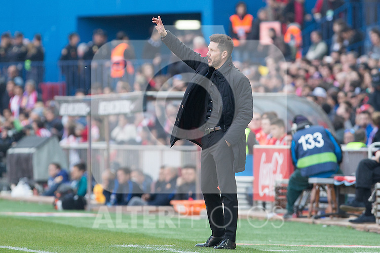 Diego Pablo Cholo Simeone coach of Atletico de Madrid shouts instructions from the sideline during the match of Spanish La Liga between Atletico de Madrid and Futbol Club Barcelona at Vicente Calderon Stadium in Madrid, Spain. February 26, 2017. (Rodrigo Jimenez / ALTERPHOTOS)