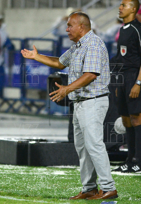 BARRANQUIILLA - COLOMBIA, 06-09-2018: Jorge Luis Bernal técnico de Rionegro Águilas gesticula durante partido contra Atlético Junior por la fecha 8 de la Liga Águila II 2018 jugado en el estadio Metropolitano Roberto Meléndez de la ciudad de Barranquilla. / Jorge Luis Bernal coach of Rionegro Aguilas gestures during match against  Atletico Junior for the date 8 of the Aguila League II 2018 played at Metropolitano Roberto Melendez stadium in Barranquilla city.  Photo: VizzorImage/ Alfonso Cervantes / Cont