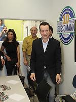 SÃO PAULO, SP, 21  DE AGOSTO DE 2012. ELEIÇÕES 2012 - CELSO RUSSOMANNO.  O candidato do PRB a prefeitura de São Paulo, Celso Russomanno,  inaugura o comitê central da sua campanha na avenida 9 de julho na zona Sul da capital paulista. FOTO: ADRIANA SPACA - BRAZIL PHOTO PRESS