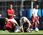 West Ham's Lee Bowyer gets fouled by Roma's Daniele De Rossi. .Pic SPORTIMAGE/David Klein..Pre-Season Friendly..West Ham United v Roma..4th August, 2007..--------------------..Sportimage +44 7980659747..admin@sportimage.co.uk..http://www.sportimage.co.uk/